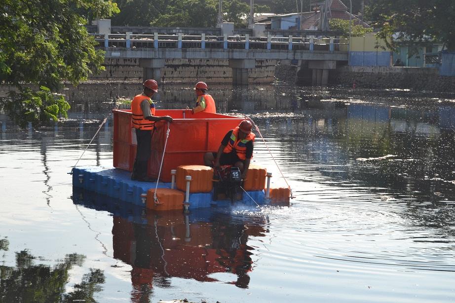 Barcaza de transporte de basuras
