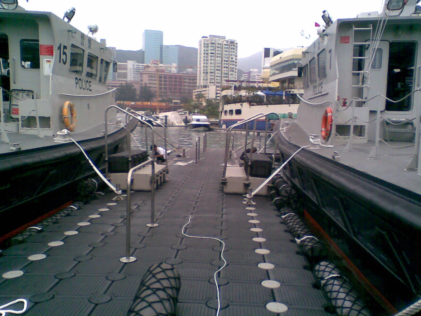 Muelles flotantes modulares armada buques