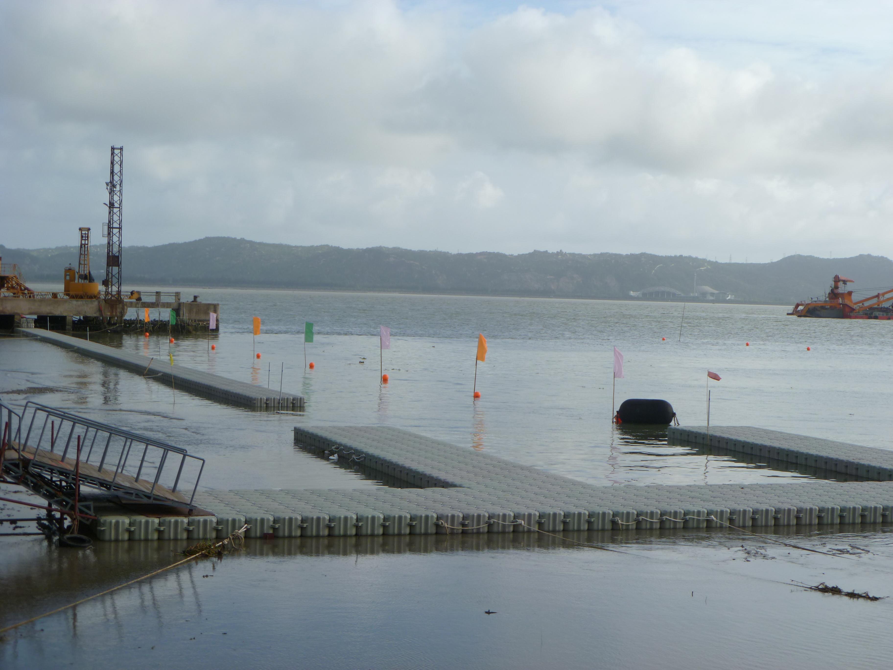 Muelles flotantes modulares lago