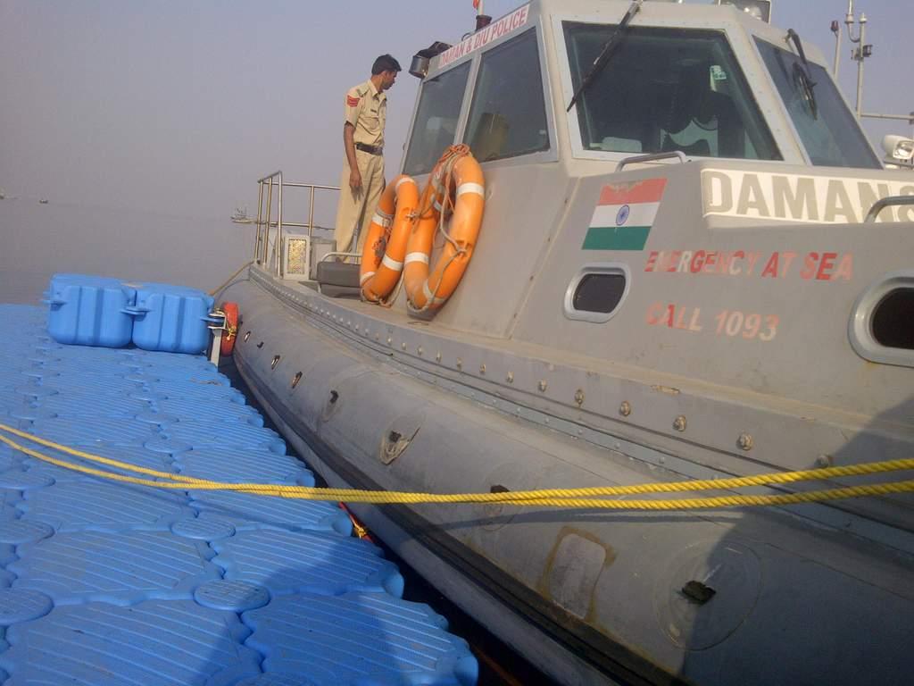 Muelles flotantes modulares policia egipto