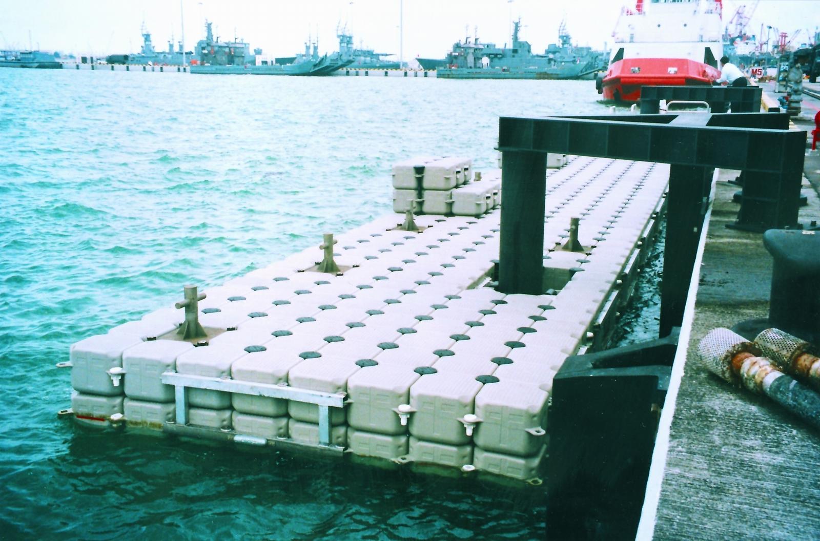 Muelles flotantes modulares puerto Colombia