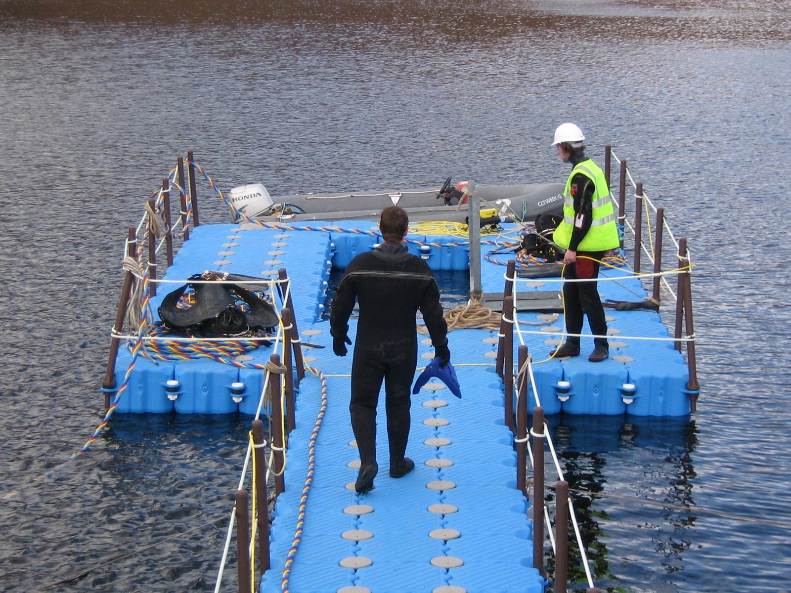 Plataforma flotante de buceo